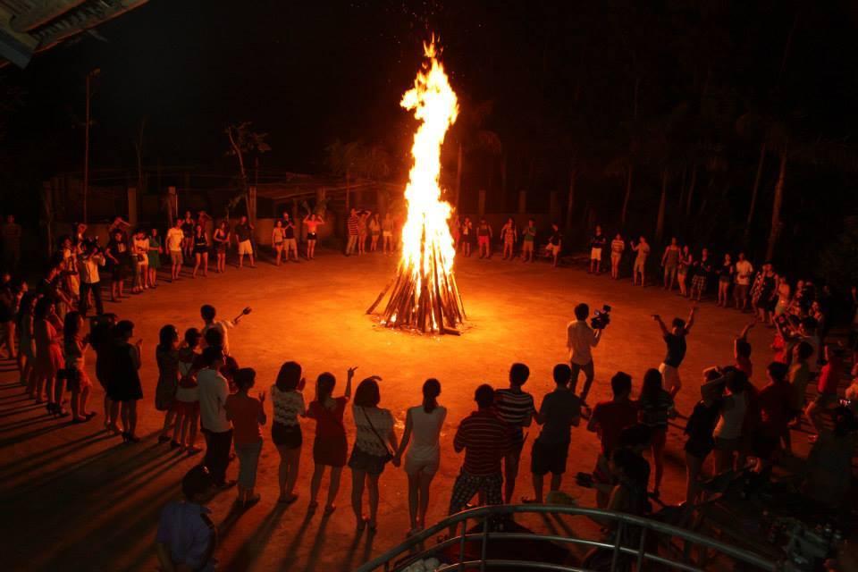 Tổ chức cắm trại và đốt lửa